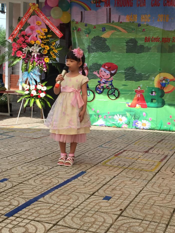 Bé Kim Linh - Học sinh lớp Lá 2 phát biểu cảm nghĩ trước khi ra trường.
