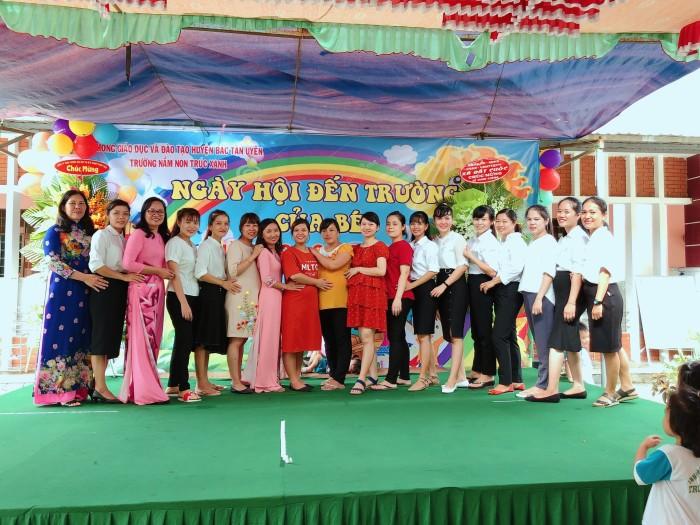Tập thể CB- GV- NV  nhà Trường